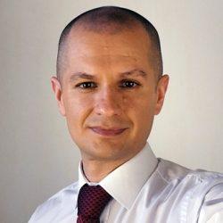 Тренер по сервису и продажам Денис Бердник